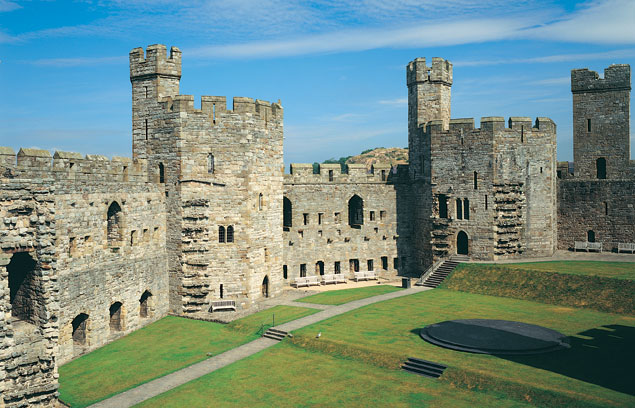 Caernarfon castle vs conwy castle