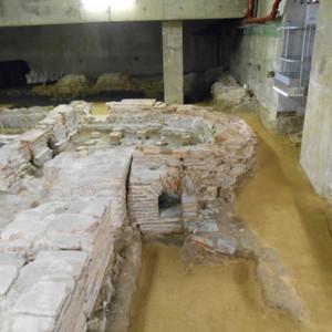 <div class='photo-title'></div><div class='photo-desc'>Ruins of the bathhouse</div>