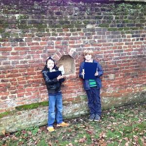 <div class='photo-title'></div><div class='photo-desc'>Exploring the grounds of Fulham Palace</div>