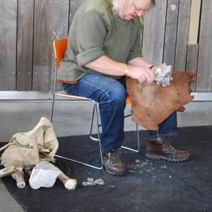 <div class='photo-title'>Phil knapping</div><div class='photo-desc'>Phil Harding showed us how to make a flint arrowhead</div>