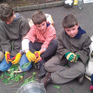 <div class='photo-title'>Edinburgh YAC</div><div class='photo-desc'>Learning about ancient plant dyes</div>