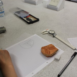 <div class='photo-title'></div><div class='photo-desc'>Drawing pot sherds</div>