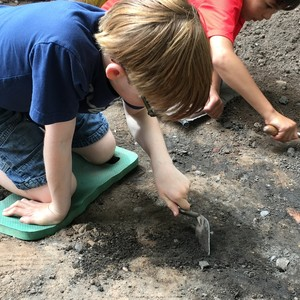 <div class='photo-title'>Getting stuck in</div><div class='photo-desc'>'We Dig the Castle' excavation at Nottingham Castle</div>