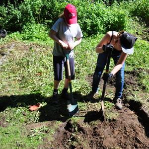 <div class='photo-title'>The girls shifting topsoil</div><div class='photo-desc'></div>