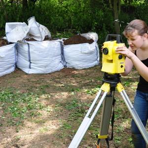 <div class='photo-title'>Syd takes a measurement</div><div class='photo-desc'></div>