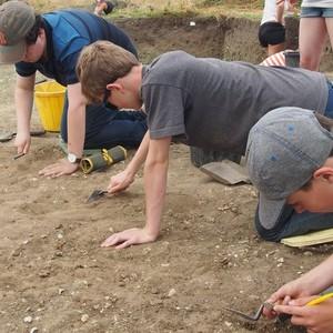 <div class='photo-title'>The team get digging</div><div class='photo-desc'></div>