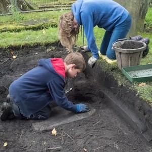 <div class='photo-title'>A new gravestone emerges</div><div class='photo-desc'></div>
