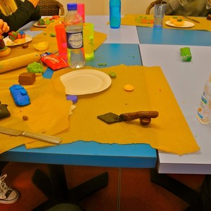 <div class='photo-title'>A trowel cake decoration!</div><div class='photo-desc'></div>