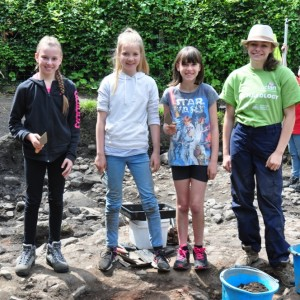 <div class='photo-title'>Cassie (right) with the 2017 Dig It with YAC! winners</div><div class='photo-desc'></div>