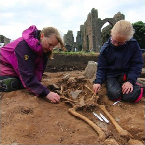 <div class='photo-title'>The Anglo-Saxon skeleton is carefully cleaned</div><div class='photo-desc'></div>