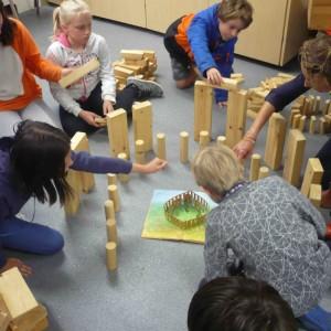 <div class='photo-title'>Building Stonehenge #1</div><div class='photo-desc'></div>