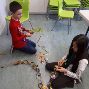 <div class='photo-title'>Creating a paper chain at Bedford YAC</div><div class='photo-desc'></div>