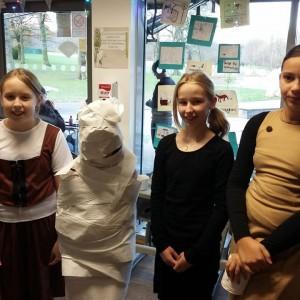 <div class='photo-title'>Who's the mummy?</div><div class='photo-desc'></div>