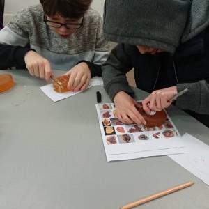 <div class='photo-title'>Carving 'amber' with tea spoons</div><div class='photo-desc'></div>